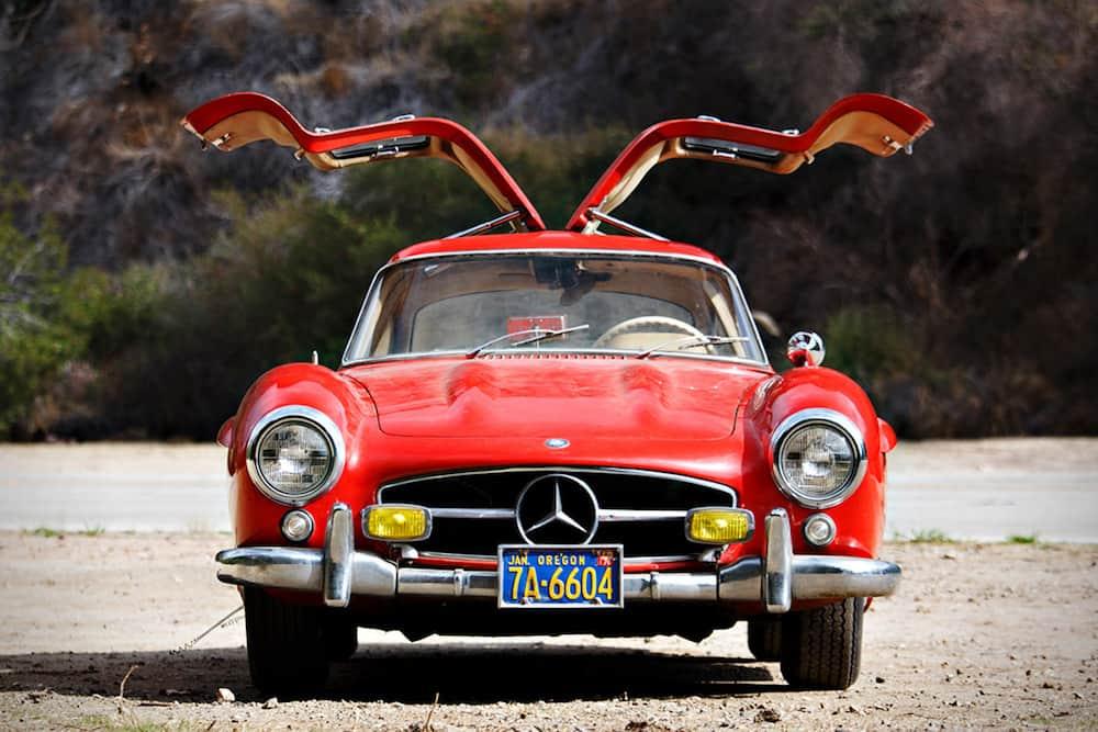 """Este Mercedes-Benz 300SL 1955 rojo con puerta de """"ala de gaviota"""" se subastará el próximo mes"""
