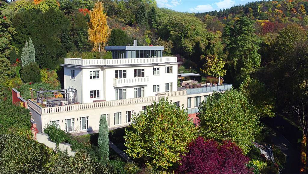 La villa de tus sueños está a la venta en $16 millones en Praga, República Checa