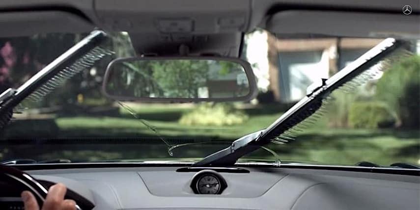 Mercedes Benz reinventa las escobillas para limpiar parabrisas de una forma mega espectacular