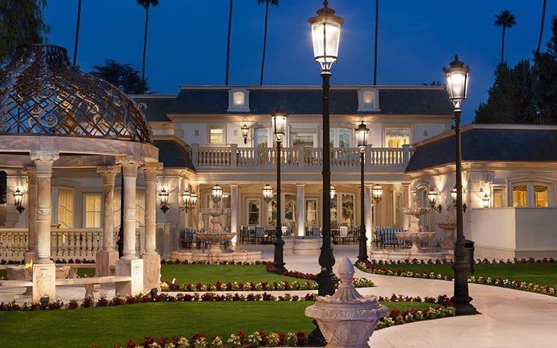 Esta mega mansión en Beverly Hills se encuentra a la venta en $40 millones