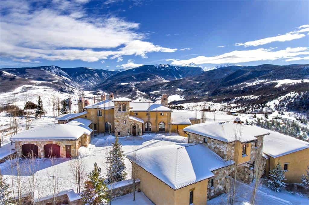 Esta increíble casa colonial de lujo en las montañas de Colorado a la venta en $19.5 millones es el retiro perfecto