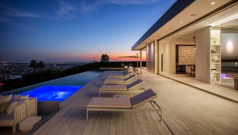 Opus: Con un precio de $100 MILLONES, esta opulenta mansión en Beverly Hills, California viene con 2 coches de ORO y $3 millones en obras de arte