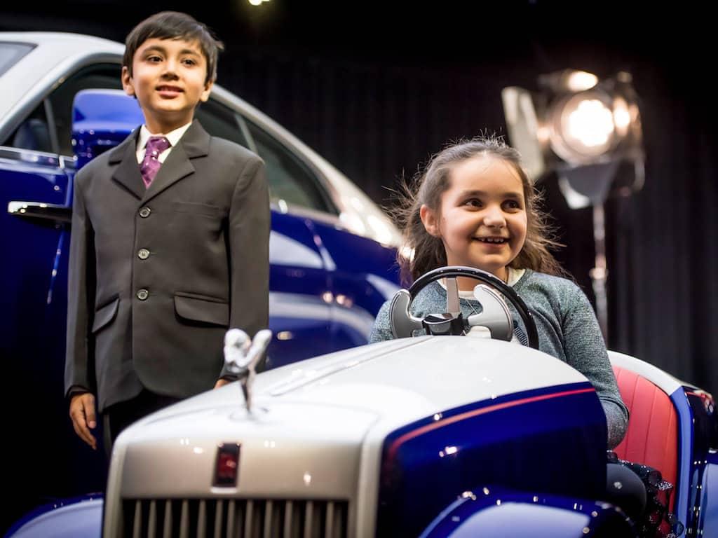 Rolls-Royce fabrica mini coche para niños enfermos
