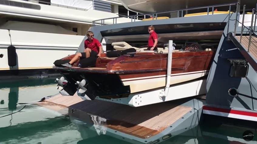 A bordo de un mega yate: ¡Una nueva forma de lanzar a la mar las tenders!
