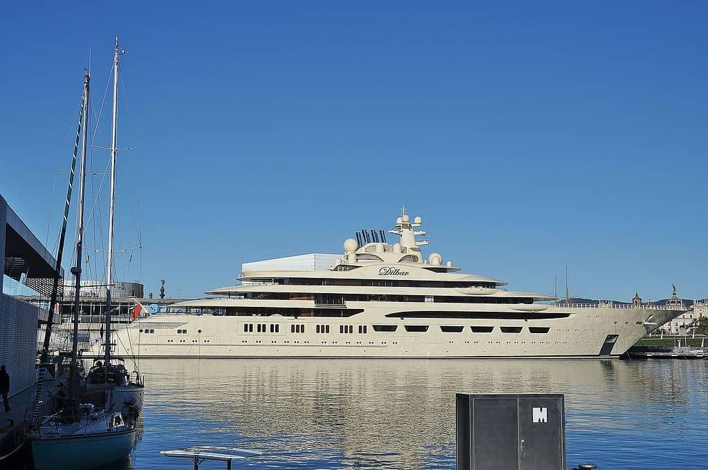 Dilbar, el súper yate más grande del mundo -valorado en $600 millones- ha sido visto navegando cerca de la costa de Mónaco