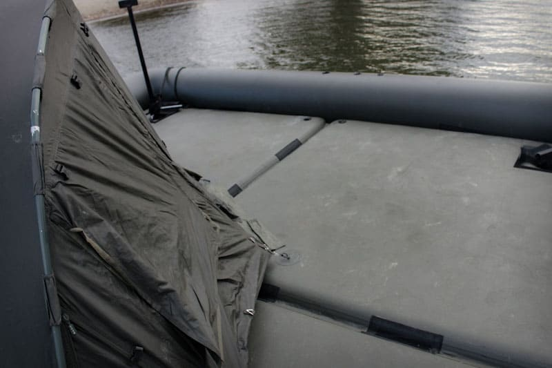 """Plataforma """"Raptor XL"""" – Ahora podrás pescar y dormir en una tienda de campaña en el mismo bote"""