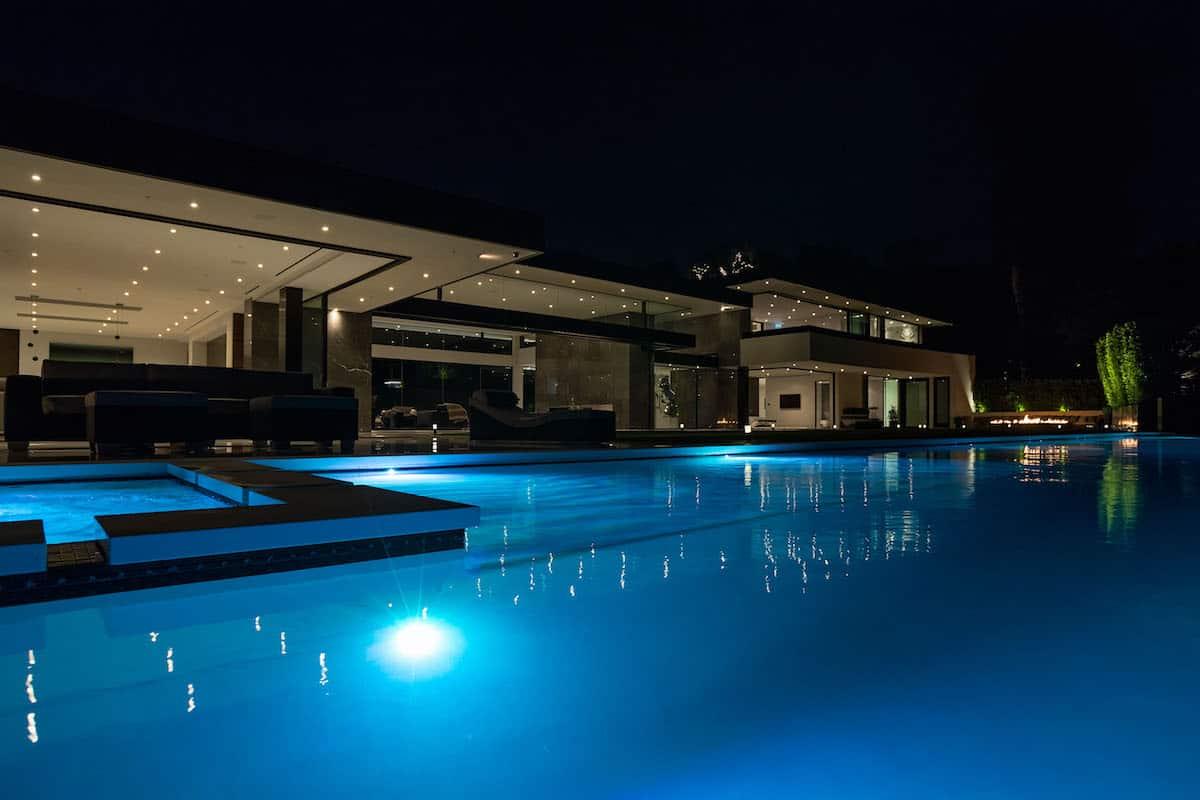 Haga un TOUR por esta increíble mega mansión con la más alta tecnología en Bel-Air, California ¡VENDIDA! por $50 millones