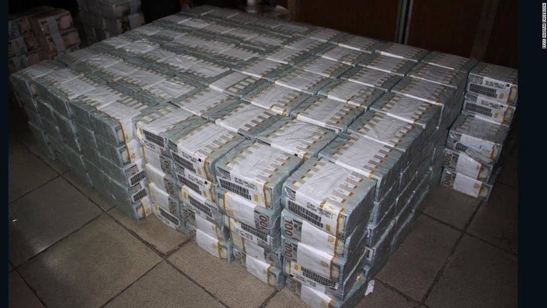 Unidad anti-corrupción de Nigeria encuentra $43 millones en efectivo dentro de un apartamento en Lagos
