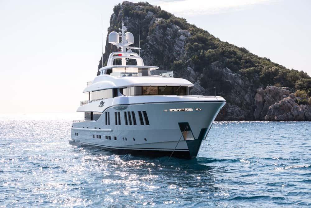 RÜYA es un hermoso y completamente personalizado yate familiar construido por Alia Yachts
