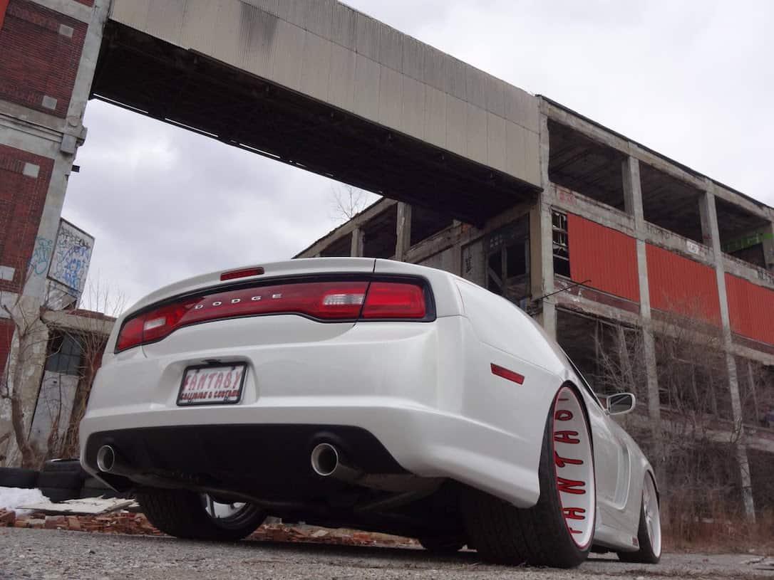 Esta bestial conversión coupé del Dodge Charger es el anti Challenger