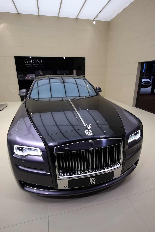 """1.000 DIAMANTES fueron triturados para darle a este Rolls-Royce Ghost """"Elegance"""" un super lujoso trabajo de pintura personalizado"""