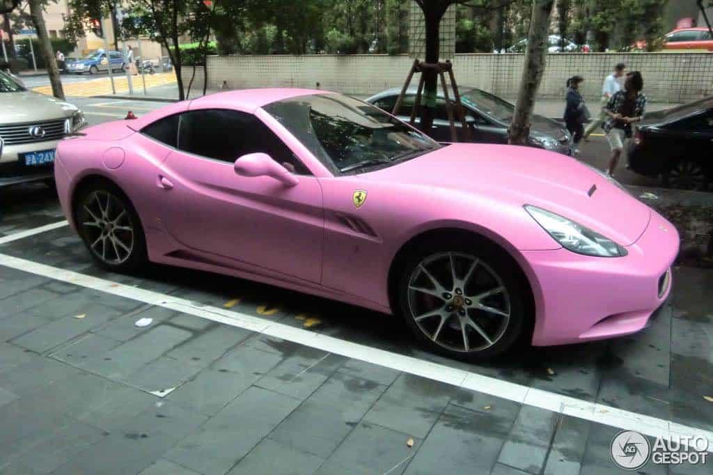 ¿Quieres un superdeportivo en rosado? NO cuentes con Ferrari, prohibe este color de su línea