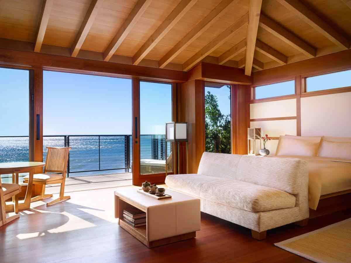 El multimillonario Larry Ellison se asoció con Robert De Niro y el chef Nobu Matsuhisa para abrir un hotel con habitaciones desde $1.100 por noche