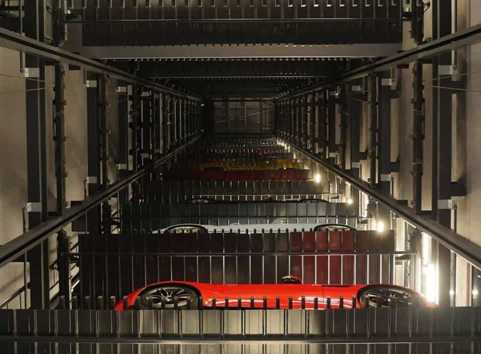 Singapur cuenta con la más grande máquina expendedora de ¡superautos! en el mundo