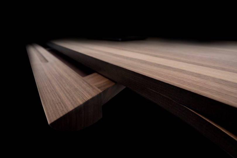 Esta mesa de madera por Fratelli Reifer desafía todos lo límites