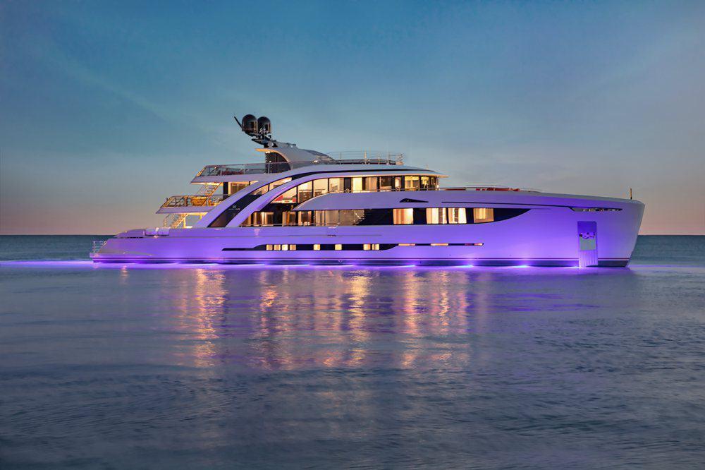 """Haga un tour de cerca por el ultra elegante super yate """"Euphoria"""" de Mayra Yachts"""