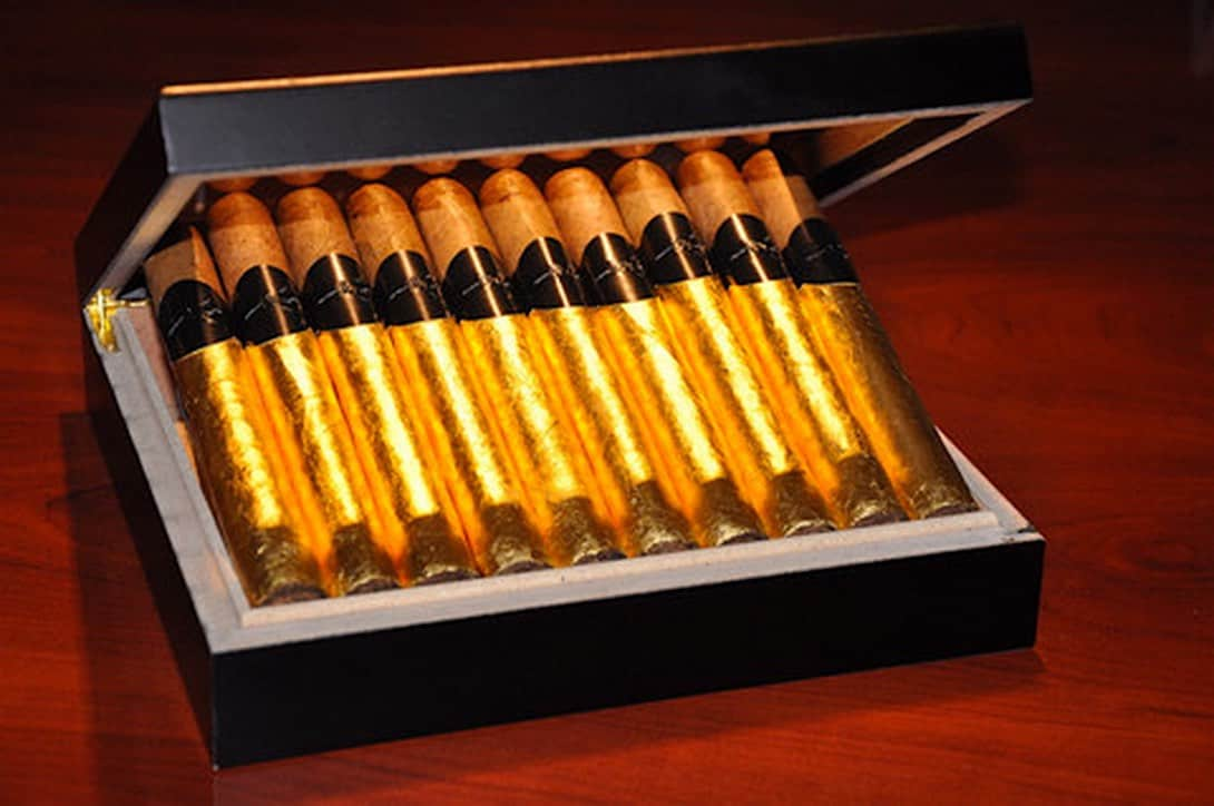 The Black Tie: Exclusivo set de puros hechos con Bourbon y envueltos con ORO 24K