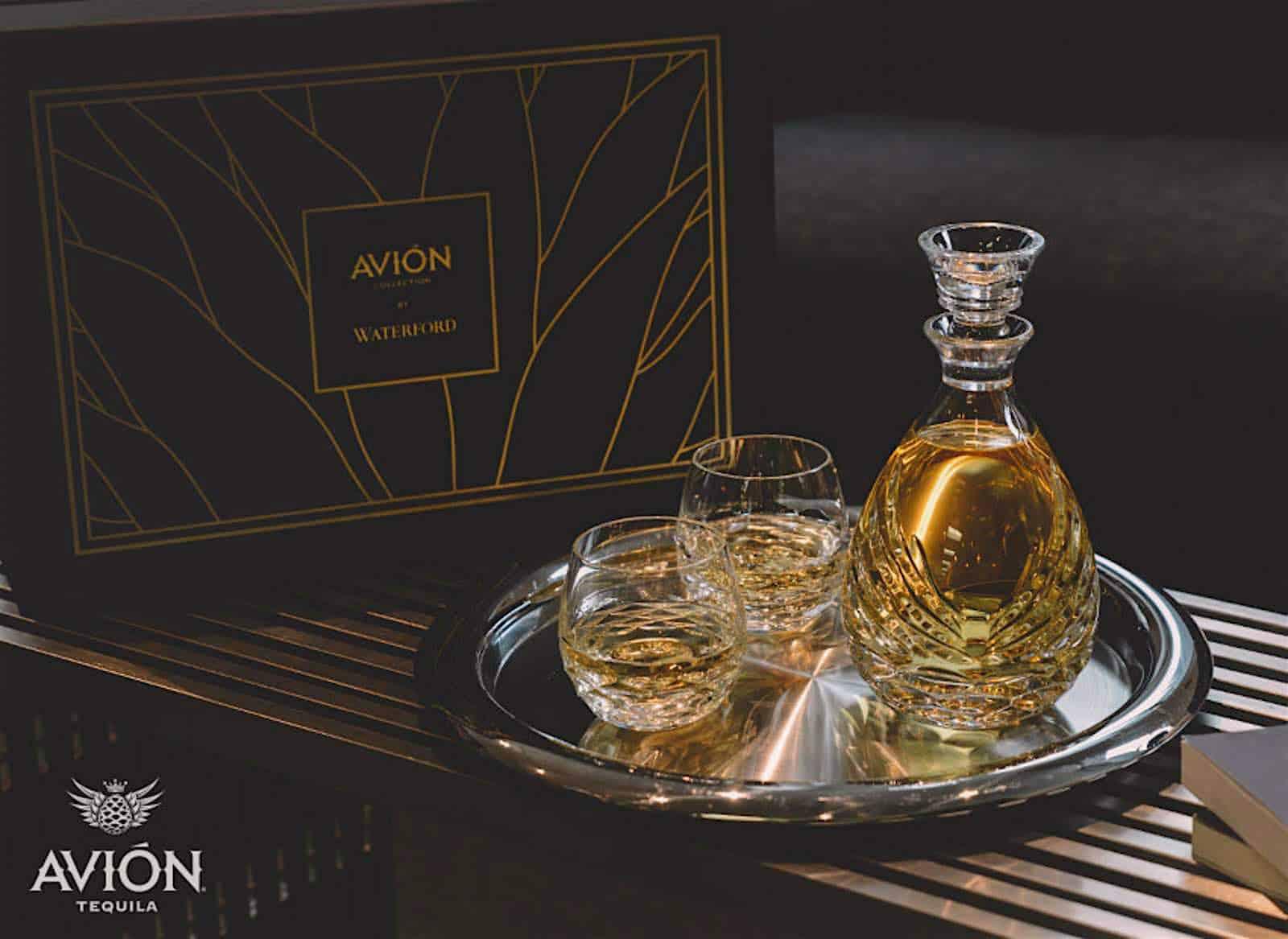 """El tequila Avión y Waterford se asocian para lanzar """"Avión Collection"""" — un set de lujosas garrafas de cristal"""