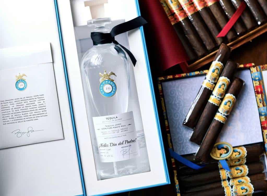 El mejor regalo para papá es una botella personalizada de Tequila Casa Dragones Joven
