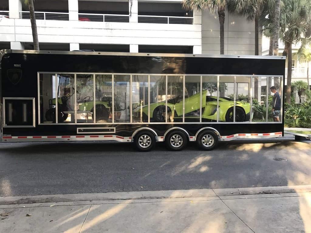 """¡El paquete único! Un Lamborghini Aventador SV y un catamarán """"LamBoat"""" a juego por $2.2 millones"""