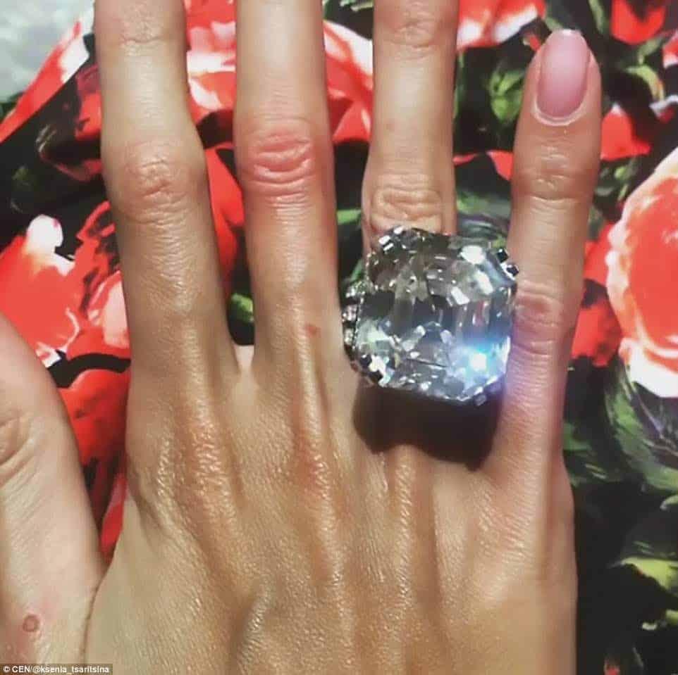 Oligarca ruso se casó con su prometida super modelo en una ULTRA opulenta ceremonia celebrada en Moscú