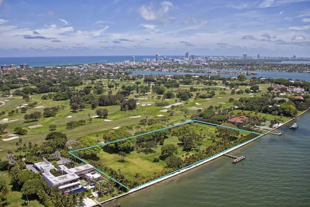 Julio Iglesias pone cuatro exclusivos lotes en Indian Creek Village, Florida a la venta por $150 millones de dólares