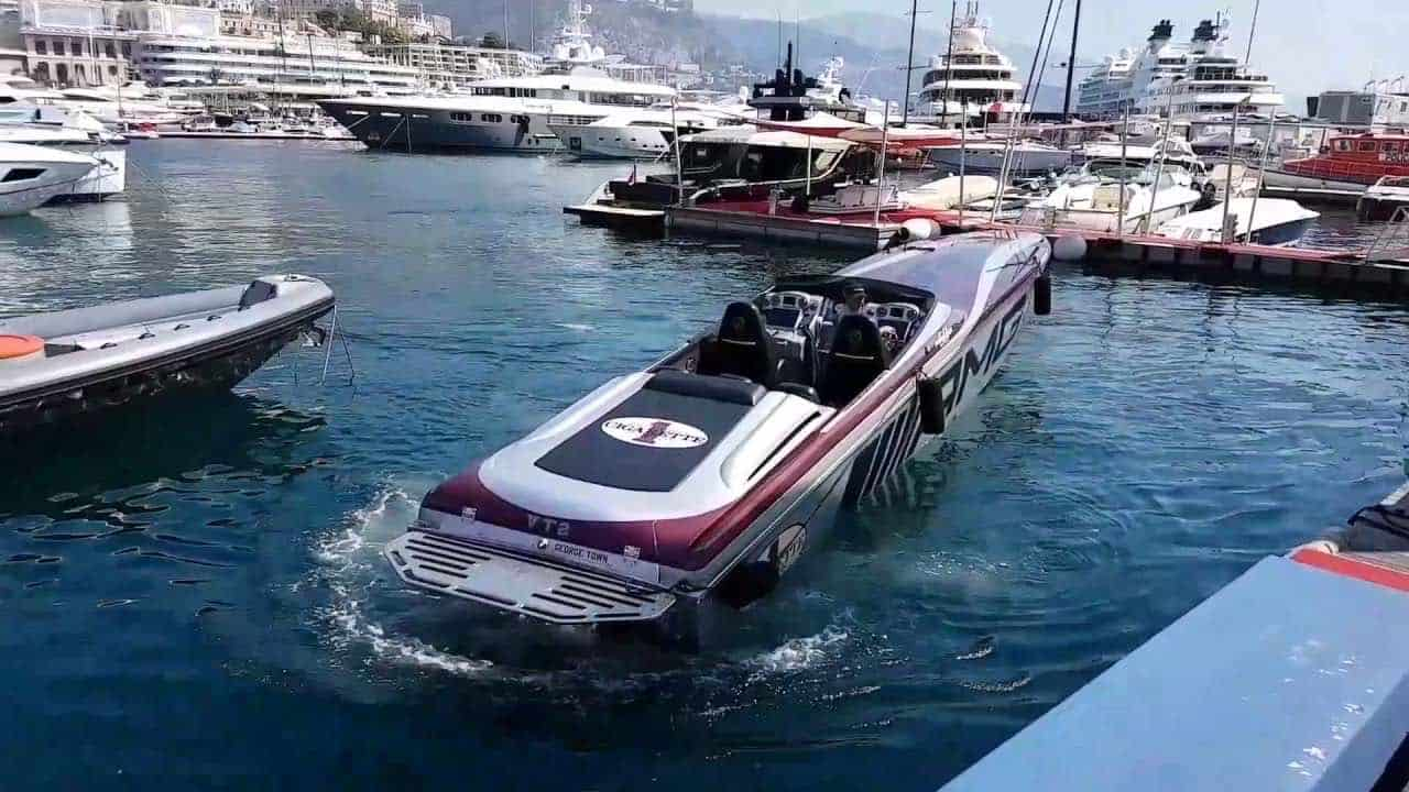 ¡¡BESTIAL Cigarette AMG!! Vea dos de las lanchas más rápidas del mundo atracando en Mónaco