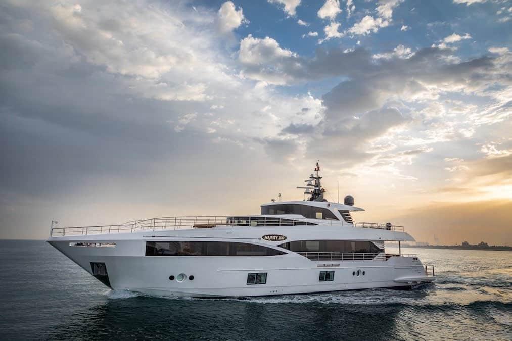 NAHAR: Primer mega yate Majesty 100 de Gulf Craft debutó en Cannes