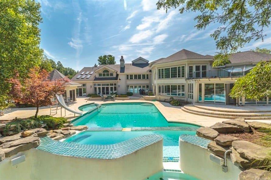 Eminem pone su enorme mansión privada en Rochester Hills, Michigan a la venta por la pequeña suma de $2 millones