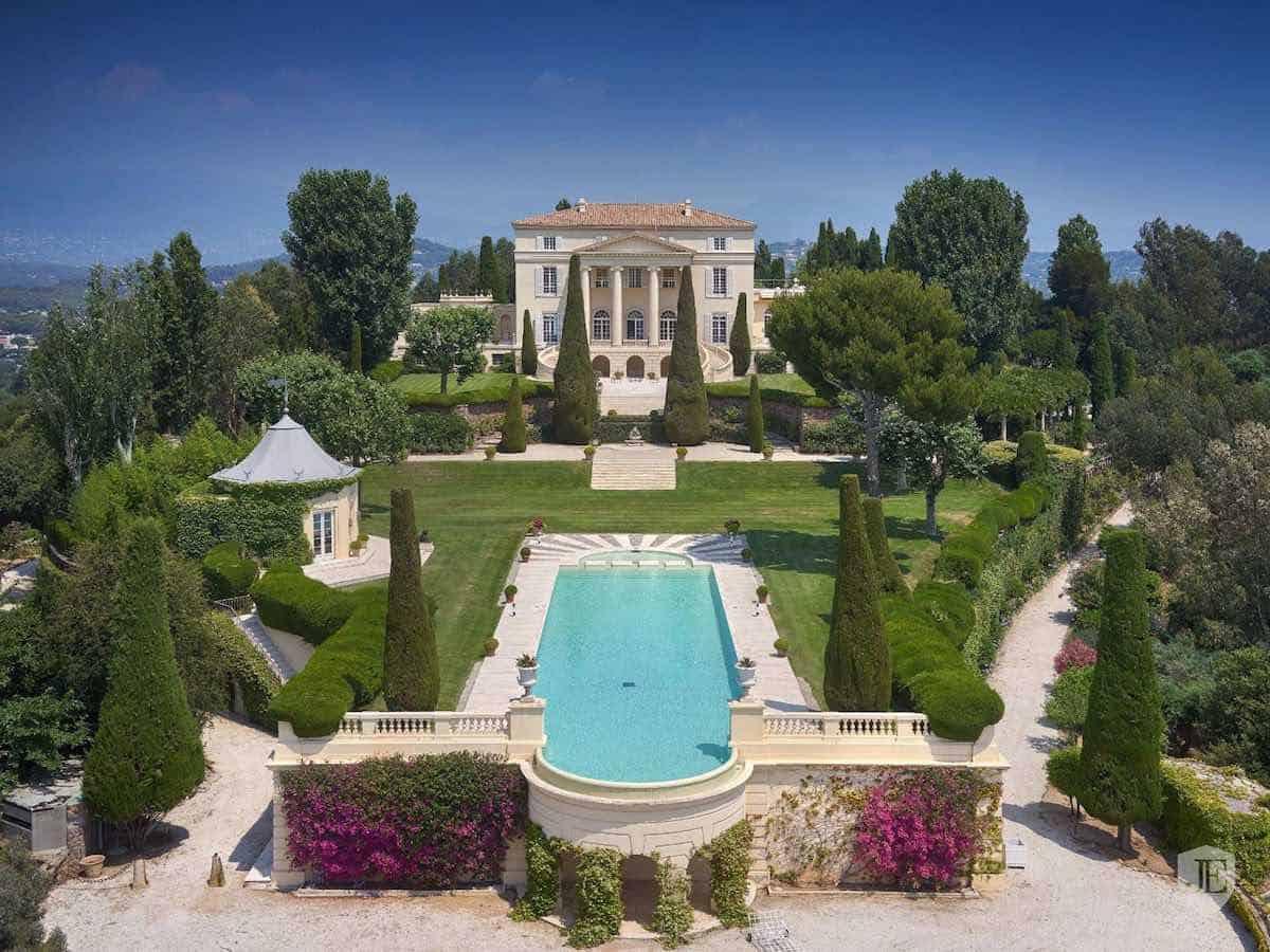 !Conozca la mega mansión más exclusiva de la Riviera Francesa! Este opulento castillo está a la venta, precio bajo petición