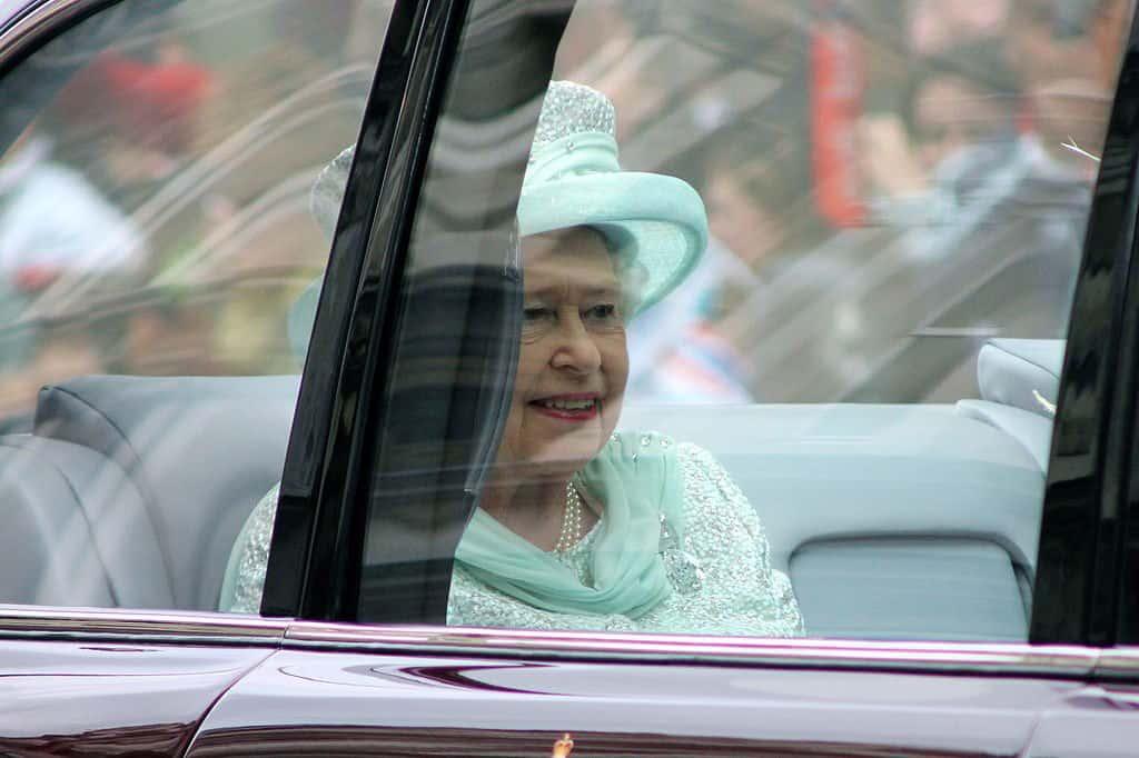 El Bentley de la reina Elizabeth II será subastado en Londres