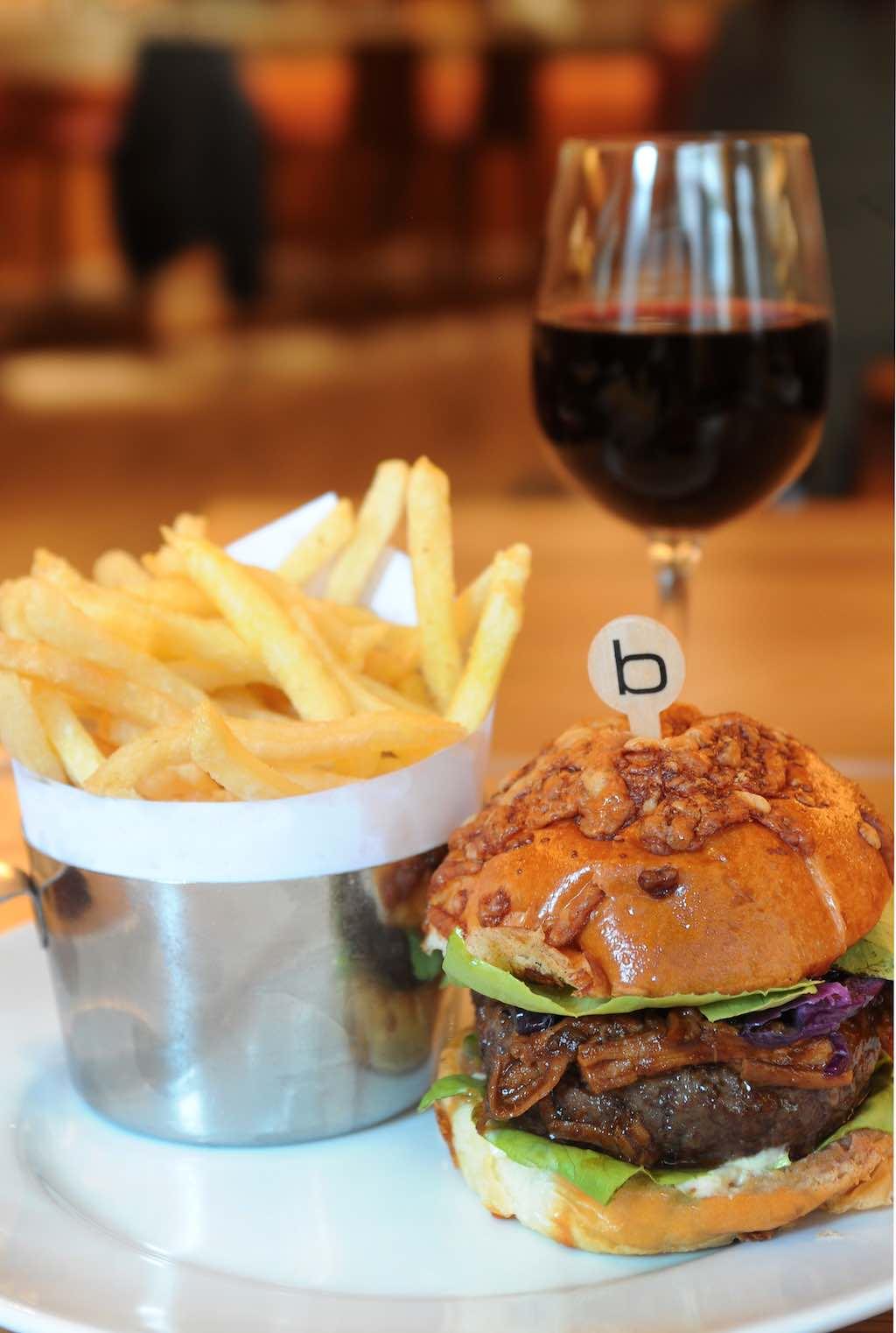 Mandarin Oriental, Barcelona y Ruinart abren un nuevo pop up de Bar Boulud en Banker's Bar