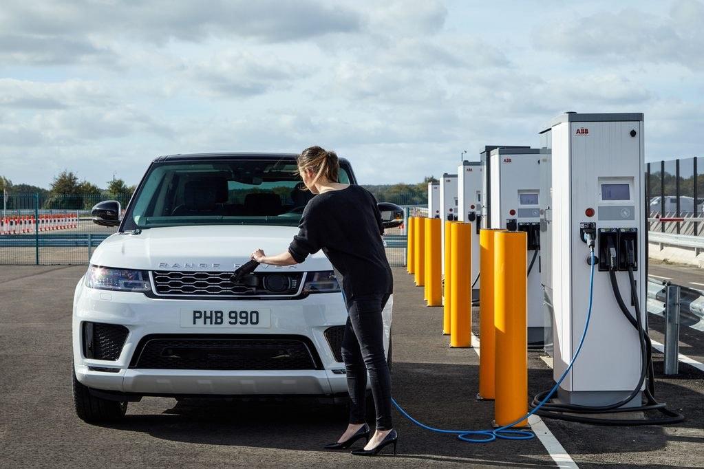 Land Rover presenta su primera SUV híbrida Plug-In: Range Rover P400e 2019