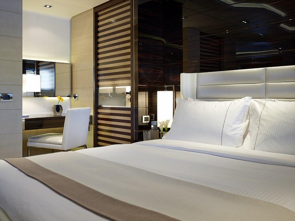 ntra al GALACTICA STAR, un mega yate de $75 millones y el preferido por los magnates para sus vacaciones por el mediterráneo