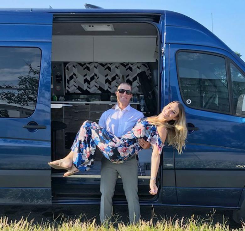 Conozca Mike y Jessica Shisler, la pareja que empacó toda su vida en una furgoneta para recorrer EE.UU