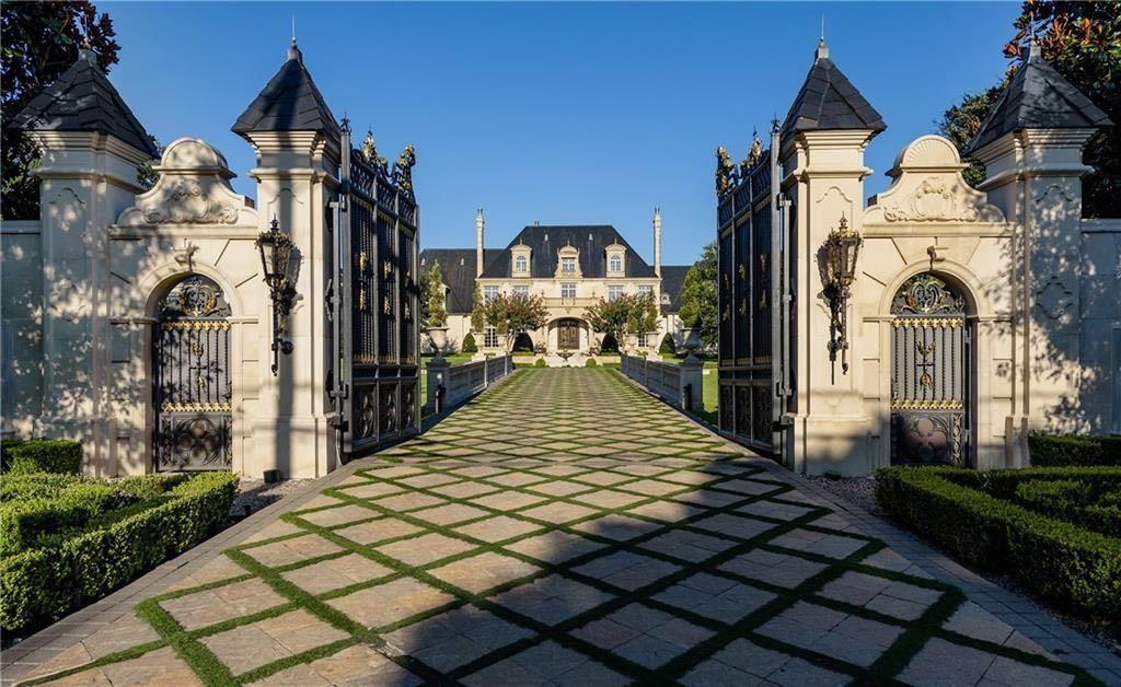 Esta mega mansión de Dallas, Texas con su propio parque acuático, sale a la venta por $28 millones