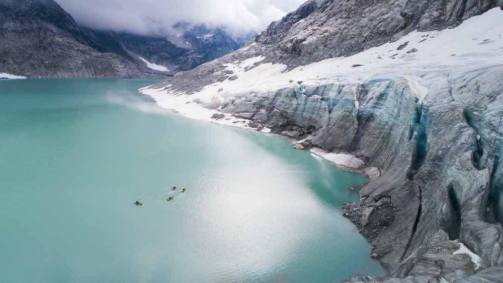 Viaje en kayak a recorrer los glaciares de Canadá.