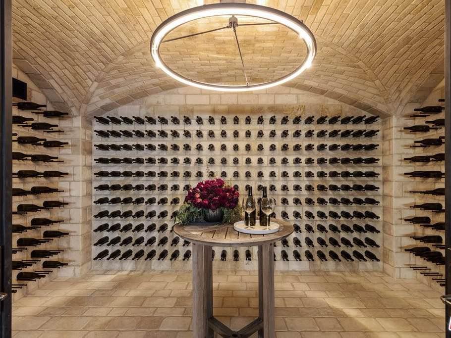 El diseñador de moda Jeff Rudes pone a la venta su impresionante mega mansión de 20 baños en L.A por $45 millones
