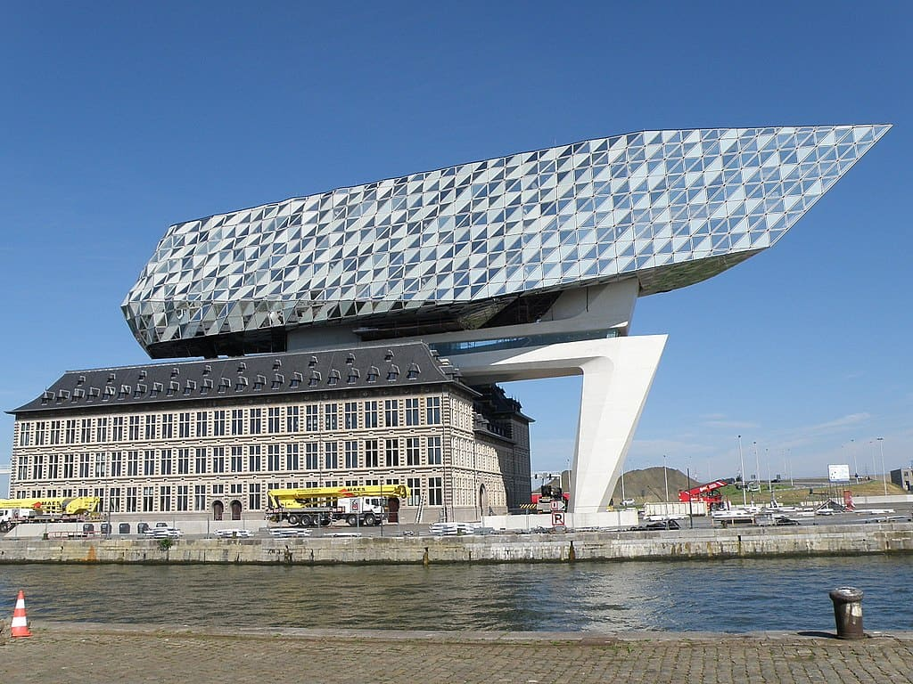 Edificio de la Autoridad Portuaria (Havenhuis) en Amberes, Bélgica