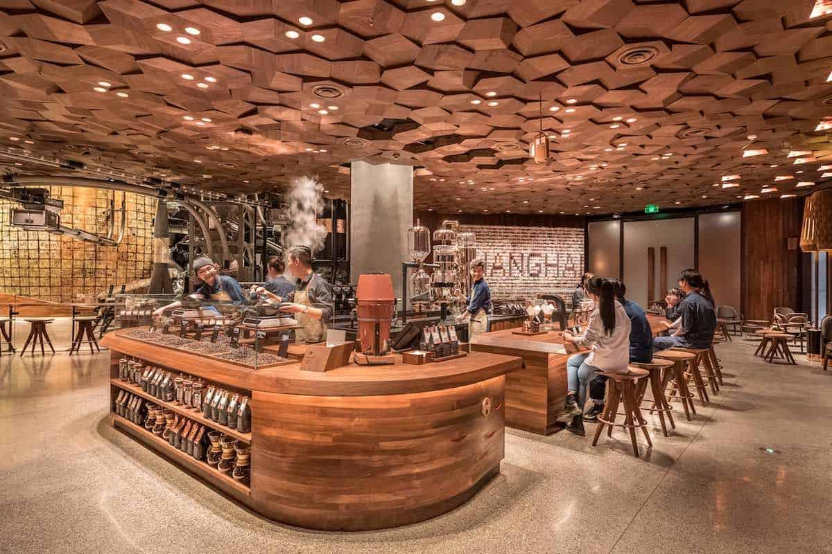 Bienvenido al Starbucks más grande del mundo en Shanghái, China