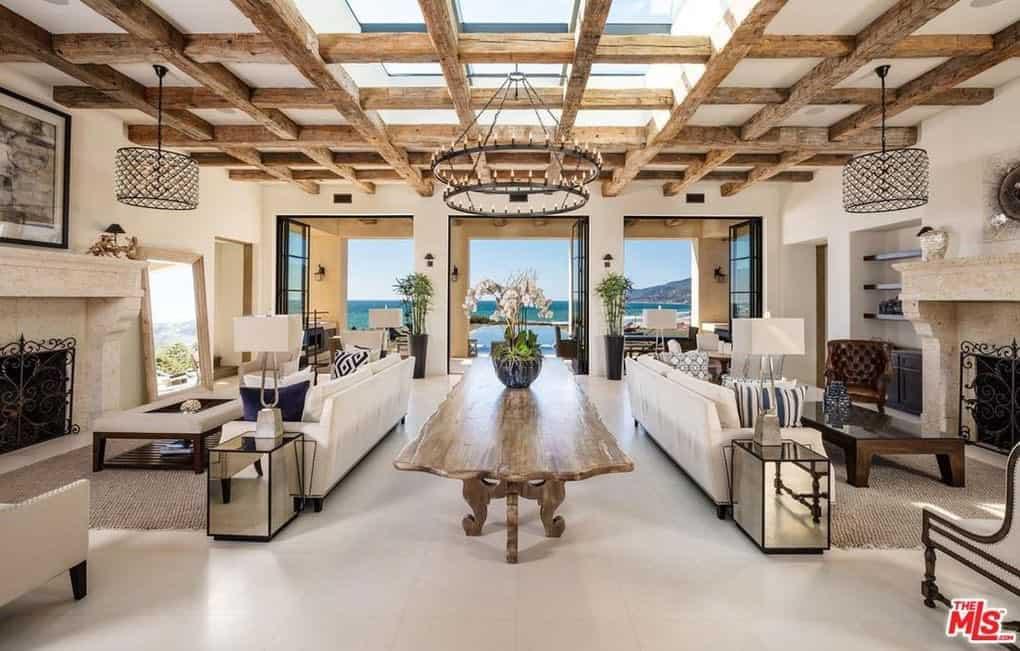 Esta impresionante mega mansión en Malibú con vistas a Zuma Beach está a la venta por $24.9 millones
