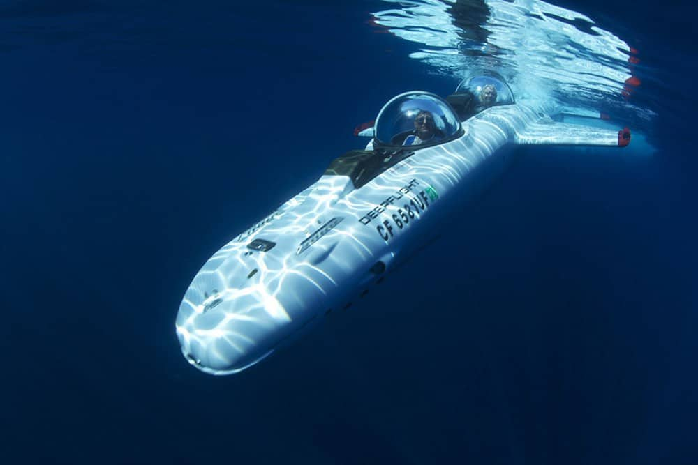 """Deepflight """"Super Falcon Mark II"""": Este increíble submarino personal de $1,7 millones te permite volar bajo el agua"""