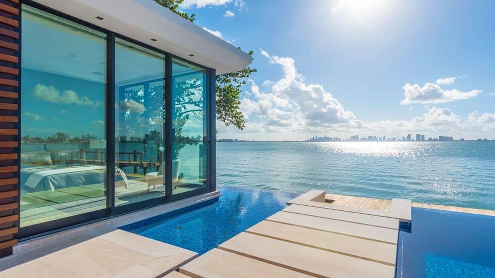 Esta hermosa propiedad contemporánea frente al mar en Miami Beach puede ser tuya por $38 millones