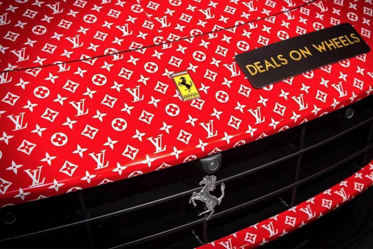 Este Ferrari F12 Berlinetta personalizado con Supreme x Louis Vuitton está a la venta