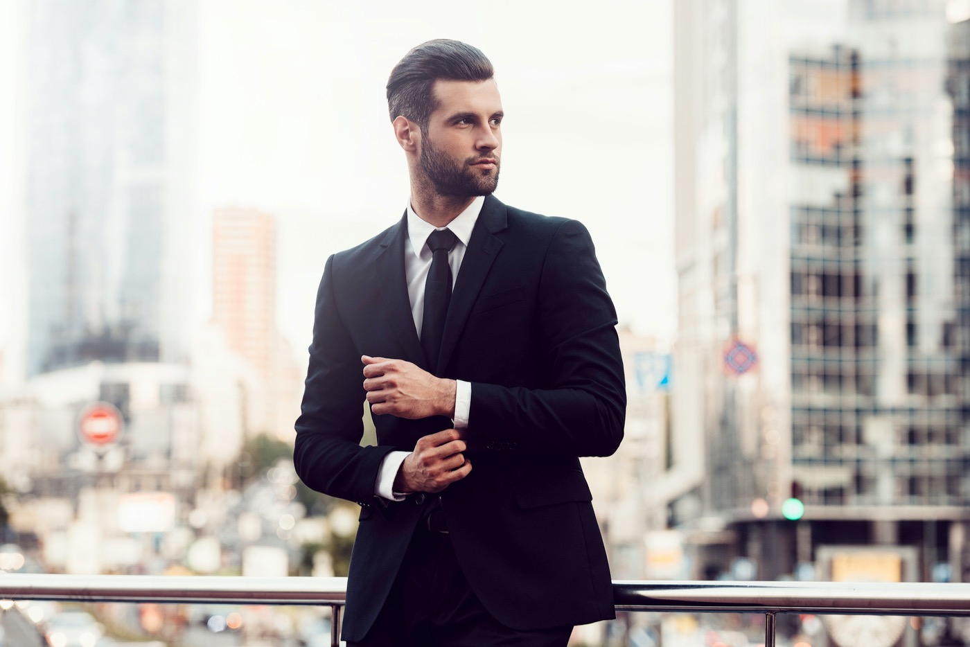 Estudio revela que vestirte bien puede hacerte más exitoso.