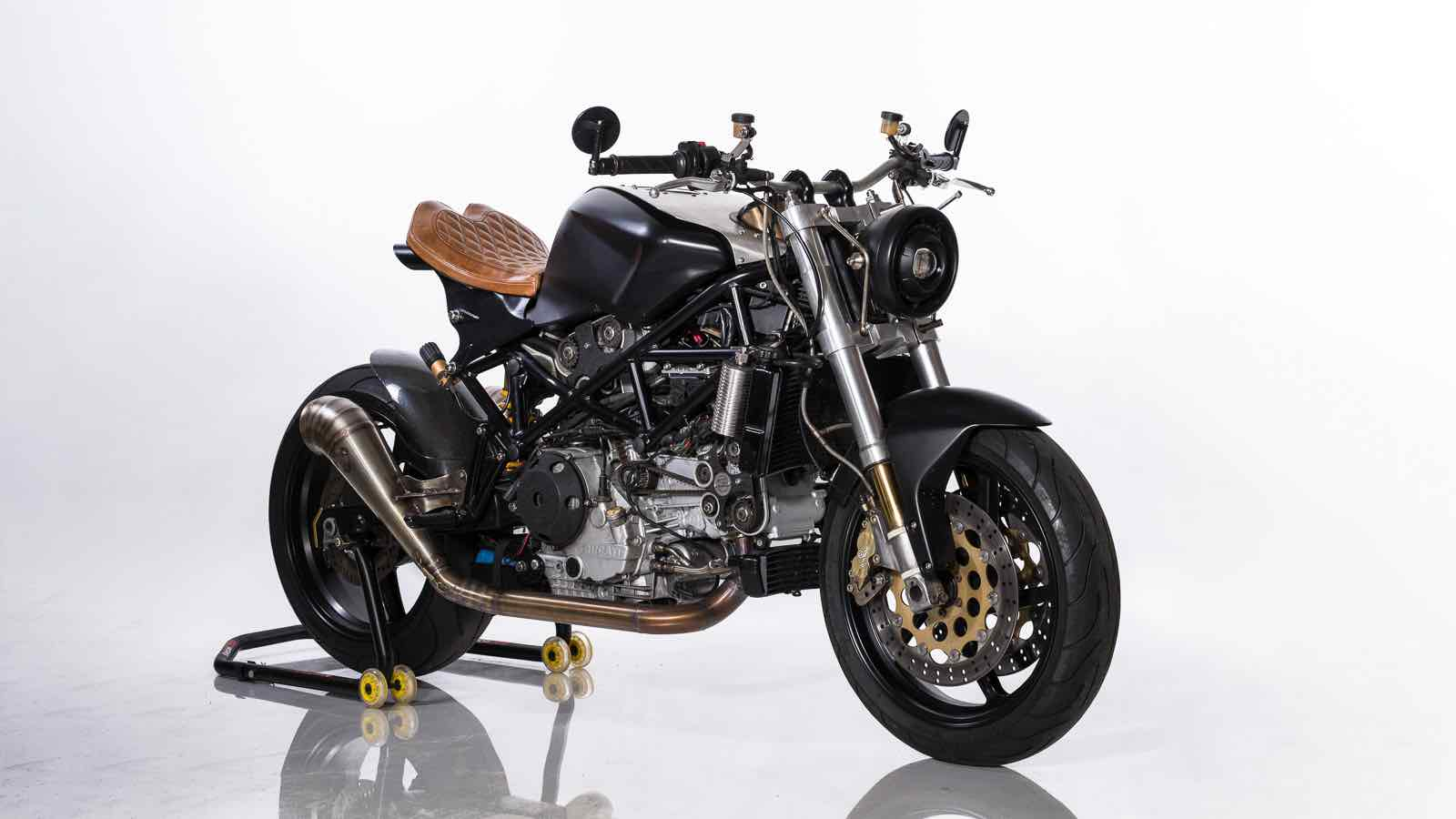 Ducati ST4S Cafe Fighter por Ozz Customs