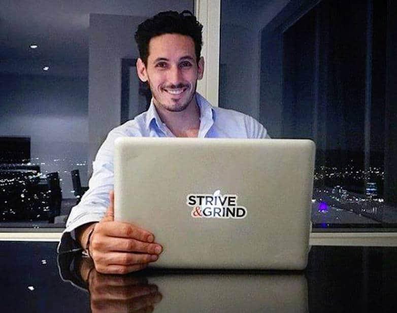 Bloguero Joel Brown