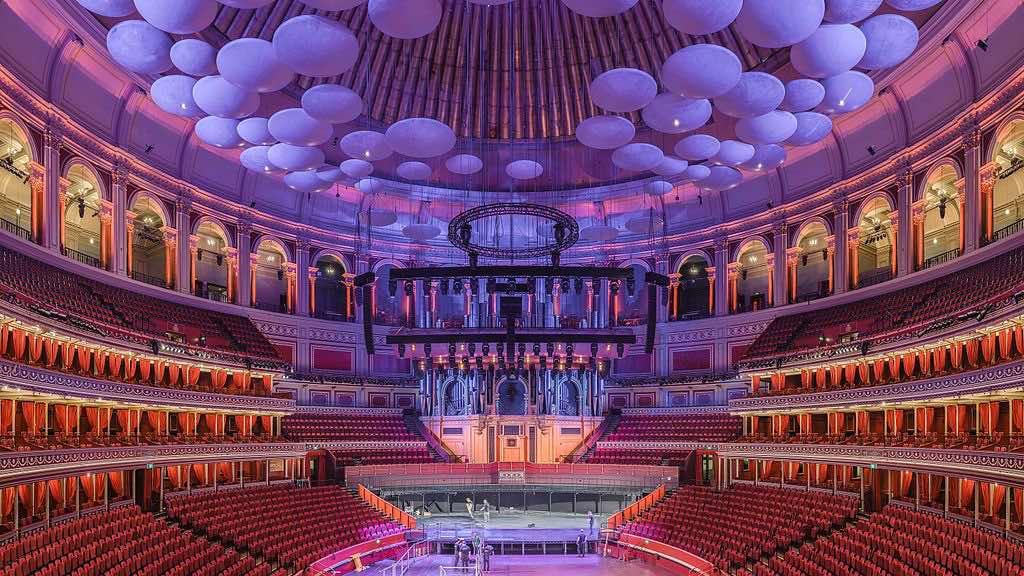 ¿Te gustaría ver una obra de teatro al lado de la reina Isabel de Inglaterra?