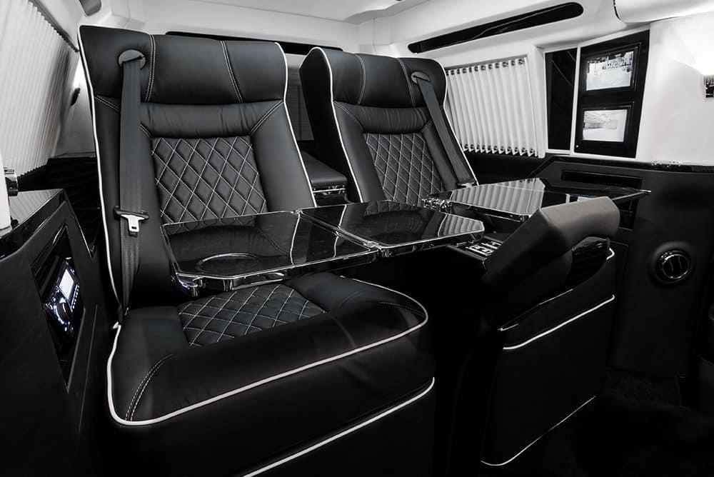 """Lujosa Cadillac Escalade 'Concept Two' extendida 30"""" por Lexani Motorcars"""