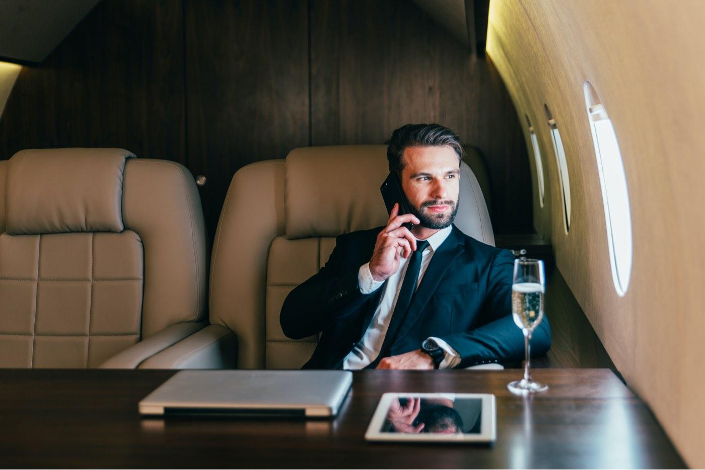 ¿Cómo ganará su fortuna el primer billonario del mundo?